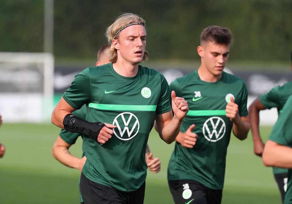 Sebaatiaan Bornauw trainiert mit dem VfL Wolfsburg in Bad Walterdorf.