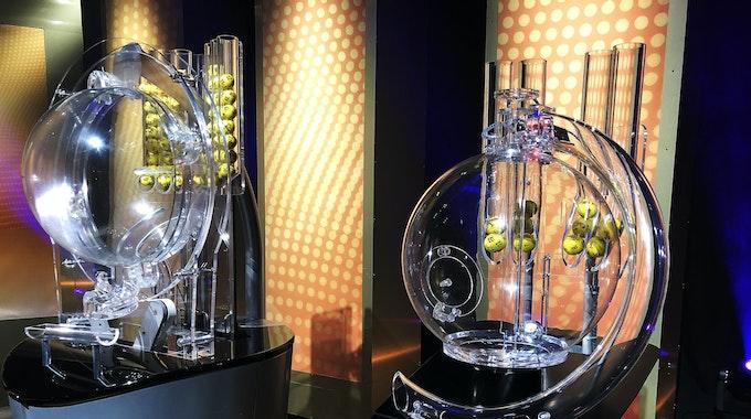 Eine Lotto-Spielerin aus Brandenburg hat den Eurojackpot geknackt und unglaubliche 48 Millionen Euro gewonnen.