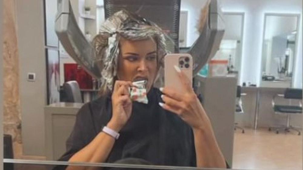 Daniela Katzenberger hat in ihrer Instagram-Story am 21. Juli Bilder gepostet, die sie beim Friseurbesuch zeigen.