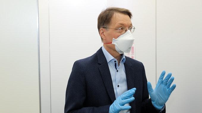 Karl Lauterbach am 14. Juni 2021 im Studio-Dumont-Testzentrum in Köln.
