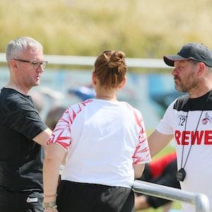Alexander Wehrle spricht mit Steffen Baumgart und Lil Zercher.