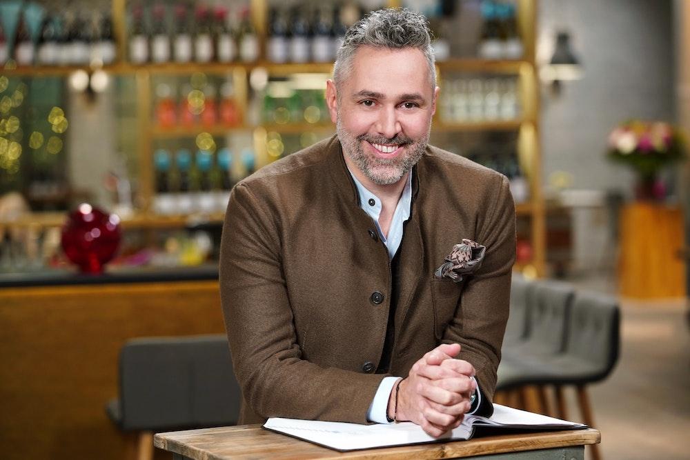 """Roland Trettl im """"First Dates""""-Restaurant in Köln-Ehrenfeld. Der TV-Koch fungiert in der Vox-Show als Gastgeber. Nur im Zusammenhang mit der Show und Verweis auf TVNow verwenden"""