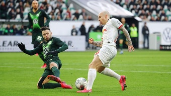 Angelino (r.) im Spiel gegen den VfL Wolfsburg im März 2020.