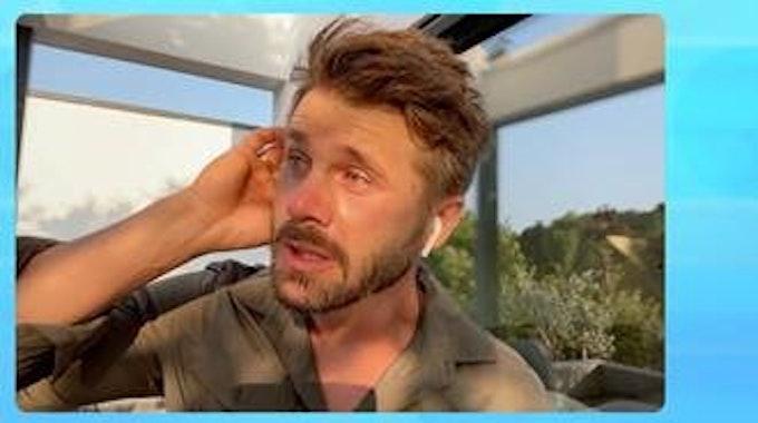 Thore Schölermann bricht beim TV-Interview in Tränen aus.