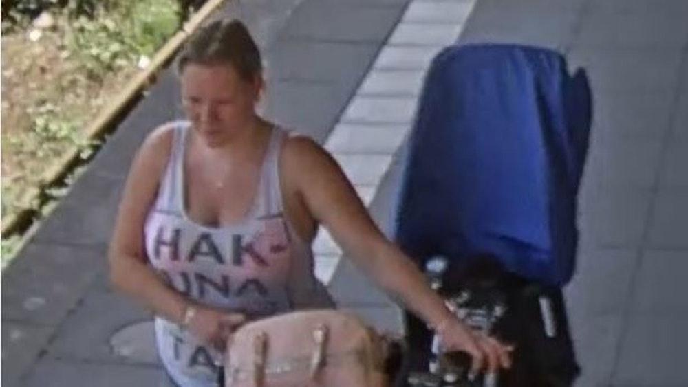 Wer kennt diese Frau? Das Foto zeigt das Opfer am Bahnhof Oranienburg kurz vor ihrem Verschwinden.