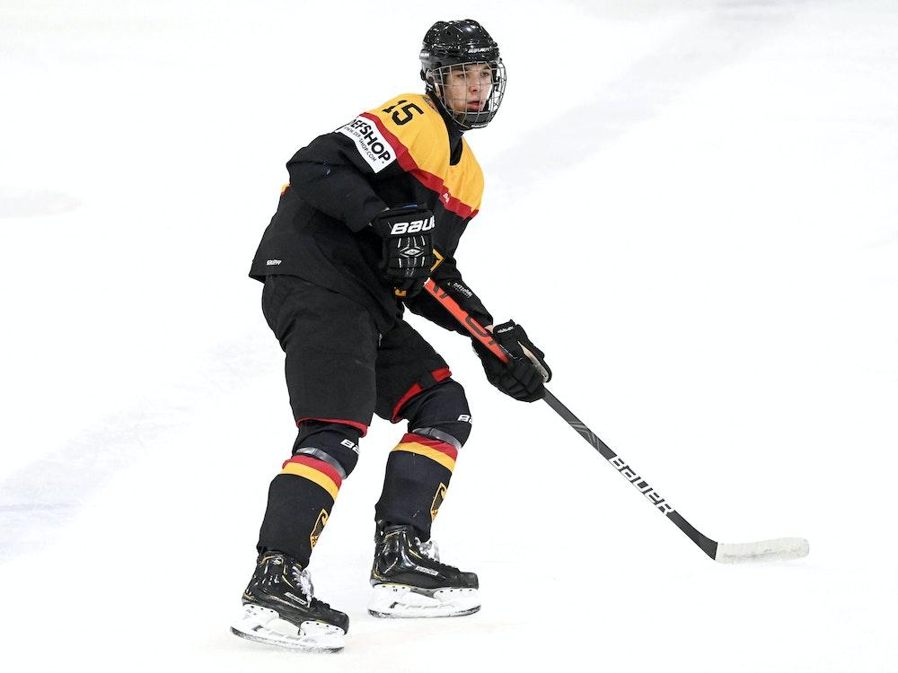 Luca Münzenberger für die deutsche U18-Nationalmannschaft auf dem Eis