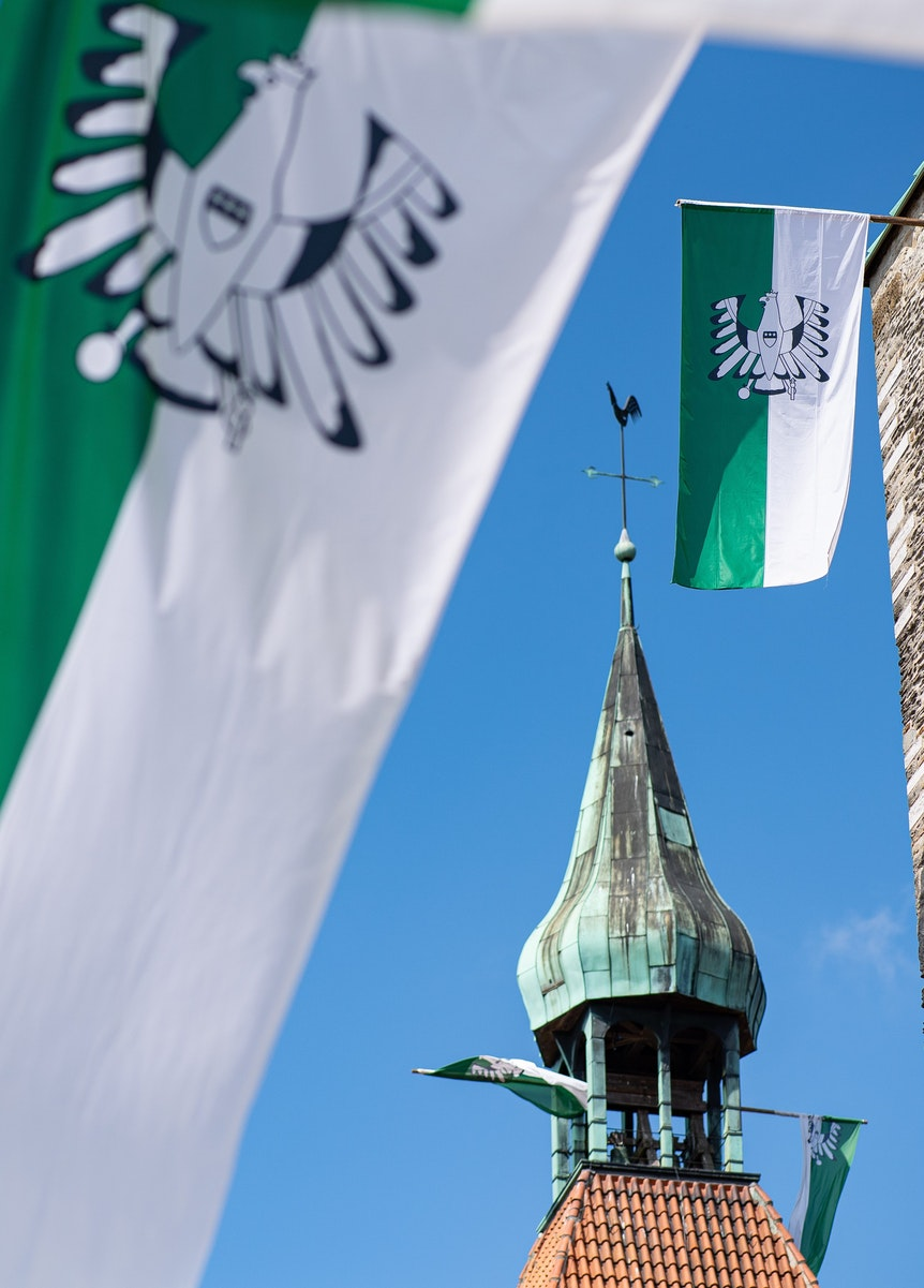 992 Fahnen wurden in Freckenhorst gezählt: Weltrekord.