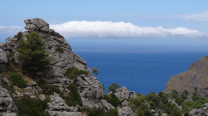Die Gebirgskette Serra de Tramuntana auf Mallorca bietet spektakuläre Ausblicke auf das Meer.