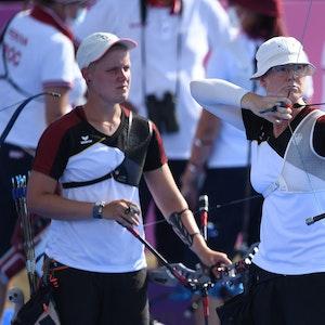 Lisa Unruh zielt im Olympia-Halbfinale mit ihrem Bogen.