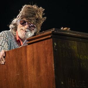 Helge Schneider gibt auf der Berliner Waldbühne ein Konzert. Einen Auftritt in Augsburg hatte er am 23. Juli abgebrochen.