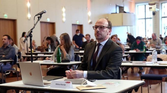 CDU-Politiker Niklas Kienitz in einer Ratssitzung