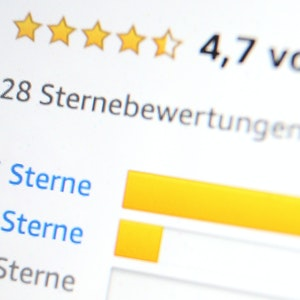 Das Foto zeigt Bewertungen mit 5 Sternen für ein Online-Produkt.
