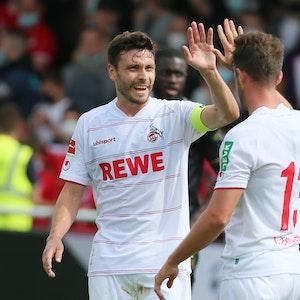 Jonas Hector und Mark Uth jubeln für den 1. FC Köln gegen den FC Bayern München.