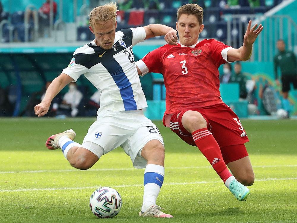 Joel Pohjanpalo (l.) könnte von Bayer Leverkusen zum 1. FC Köln wechseln.