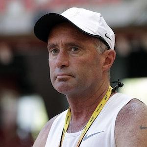 Alberto Salazar, Leichtathletiktrainer, beobachtet eine Trainingseinheit für die Leichtathletik-Weltmeisterschaften im Bird's Nest-Stadion von Peking am 21. August 2015.