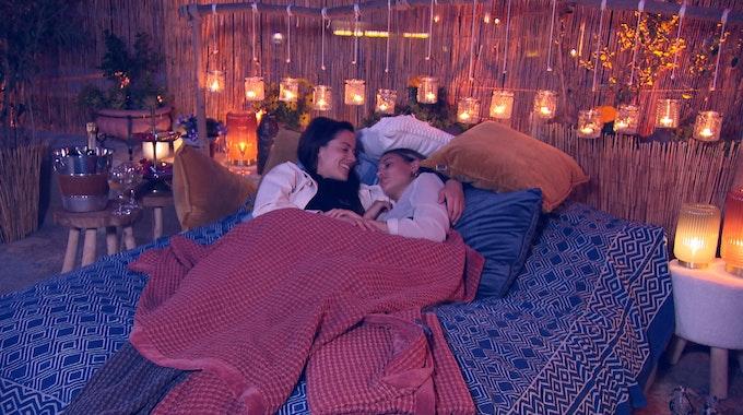 Princess Charming 2021, die erste lesbische Dating-Show auf TVNOW. Princess Charming Irina Schlauch lernt Kandidatin Lou kennen.