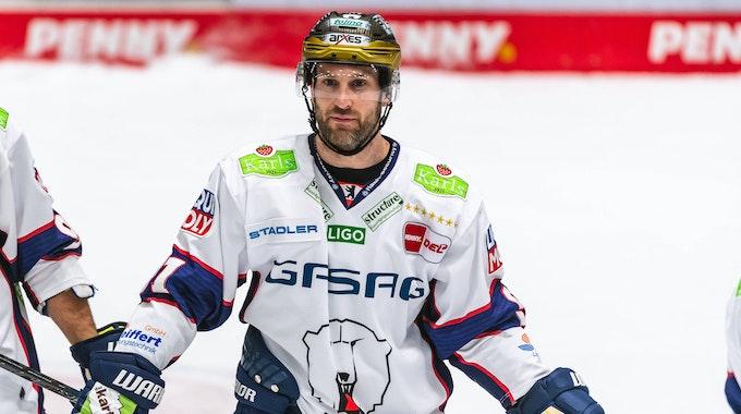 Mark Olver im DEL-Spiel gegen due Augsburger Panther auf dem Eis
