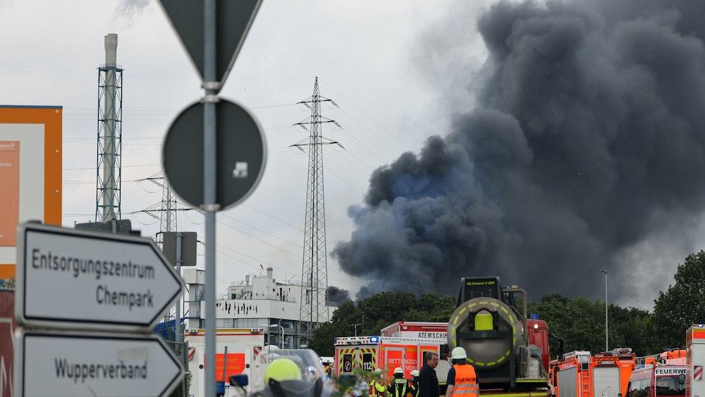 Explosion in Leverkusen: Rauchwolke über Leverkusen am 27. Juli 2021