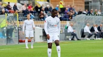 Gladbachs Mamadou Doucouré, hier bei einem Testspiel der Fohlen bei VVV Venlo am 4. September 2020, kontrolliert den Ball.