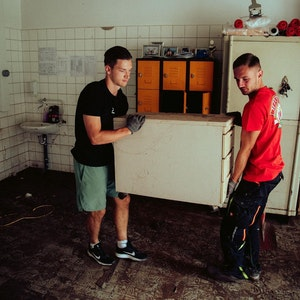 1. FC Köln: Noah Katterbach hilft nach Flutkatastrophe in Schleiden