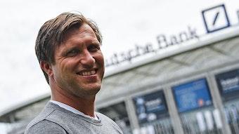 Markus Krösche sieht das Überleben der Vereine gefährdet, sollte es weiter Zuschauer-Begrenzungen im Profifußball geben.