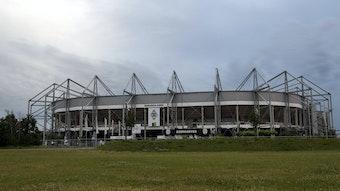 Der Borussia-Park am 20. Juni 2021 aus der Ferne betrachtet.