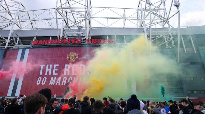 Fan-Proteste vor dem Old Trafford in Manchester gegen die Super League.