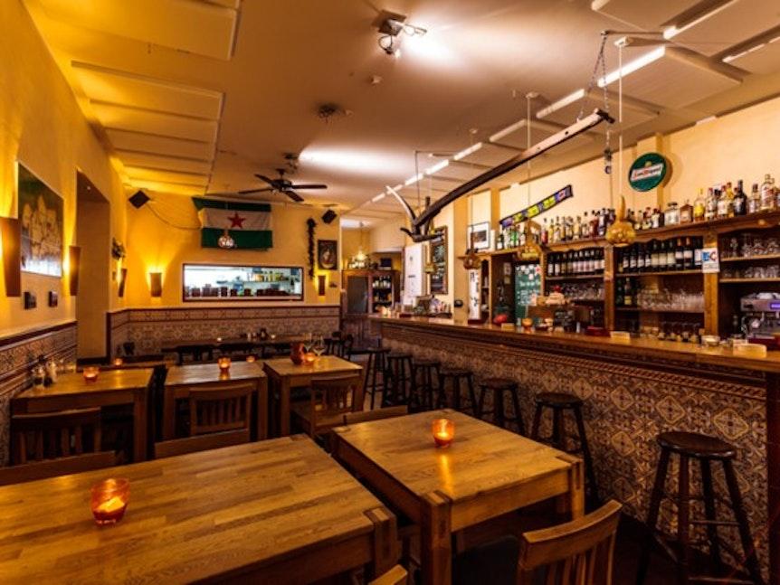 "Der Innenraum der Tapas-Bar ""La Esquina""."