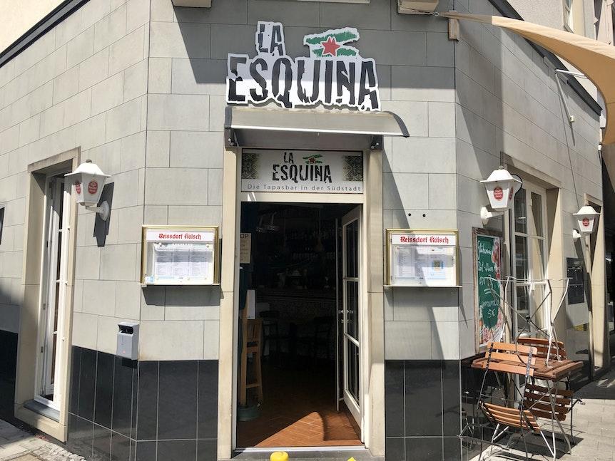 """Der Eingang der Tapas-Bar """"La Esquina"""" von außen."""
