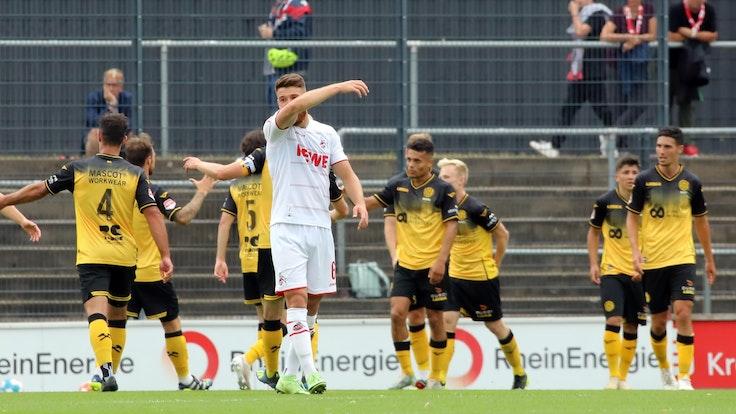 Salih Özcan (1. FC Köln) ärgert sich über das 0:1 im Test gegen Roda Kerkrade.