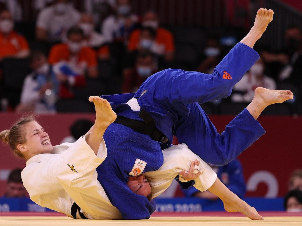 Judokampf um Bronze: Sanne Verghagen (Niederlande) gegen Theresa Stoll aus Deutschland.