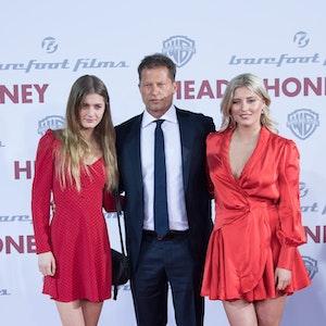 Der Schauspieler Til Schweiger kommt im März 2019 mit seinen Töchtern Lilli (l) und Luna zur Europapremiere des Films «Head Full of Honey» in den Zoo Palast.