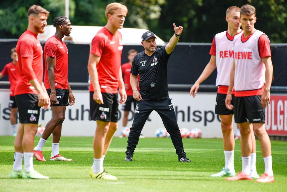 Trainer Steffen Baumgart beim Training des 1.FC Köln vor dem Testspiel gegen Roda Kerkrade. Foto: Uwe Weiser