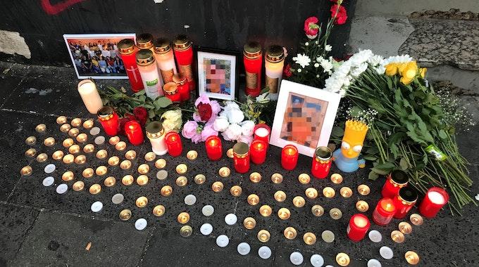 Trauerstelle nach Tötungsdelikt an der Zülpicher Straße