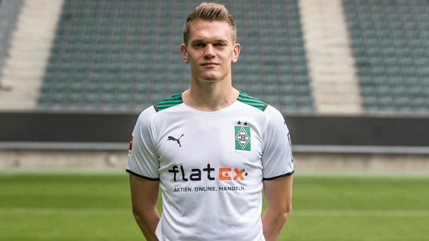 Gladbachs Matthias Ginter posiert am 1. August 2021 beim Media Day im Borussia-Park fürs Foto.