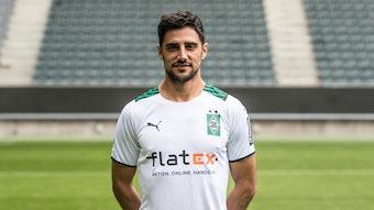 Lars Stindl posiert am 1. August 2021 fürs Foto am Media Day im Borussia-Park.
