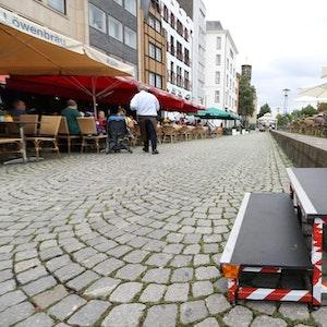 Eine zweistufige Treppe verbindet den höhergelegenen Rheingarten mit der Altstadt-Promenade.