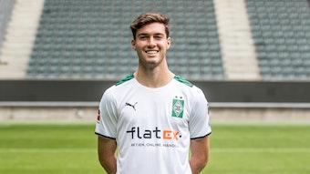 Gladbachs Joe Scally posiert am 1. August 2021 beim Media Day im Borussia-Park fürs Foto.
