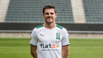 Gladbachs Jonas Hofmann posiert am 1. August 2021 beim Media Day im Borussia-Park fürs Foto.