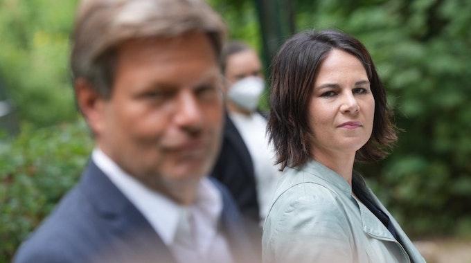 """Annalena Baerbock, und Robert Habeck stellen am 03.08.2021 in Biesenthal das """"Klimaschutz-Sofortprogramm"""" ihrer der Grünen vor."""