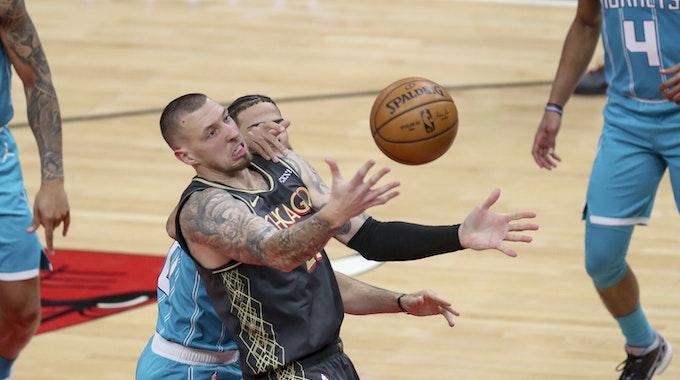 Daniel Theis spielt in der NBA für die Chicago Bulls gegen die Charlotte Hornets.