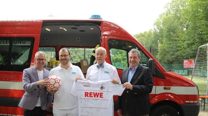 Impfaktion am Geißbockheim mit Alexander Wehrle, Torsten Klauke, Jürgen Zastrow und Werner Wolf