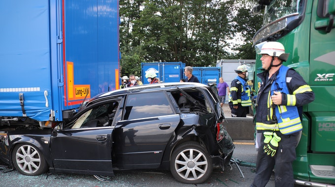 Bei einem Auffahrunfall auf der A3 in Höhe der Tank-und Rastanlage Siegburg West sind am Mittwochnachmittag (4. August) vier Menschen verletzt worden.