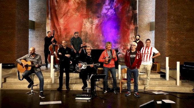 Kölner Promis beim Johnny Cash-Cover in der Lutherkirche Köln-Südstadt