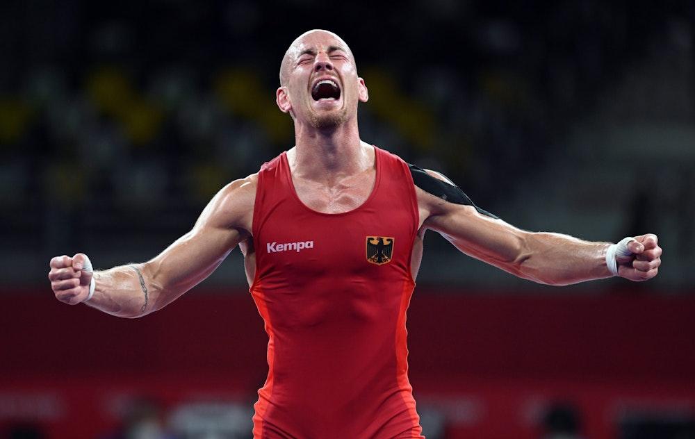 Der Deutsche Frank Stäbler jubelt nach seinem Sieg im Olympia-Bronzekampf.