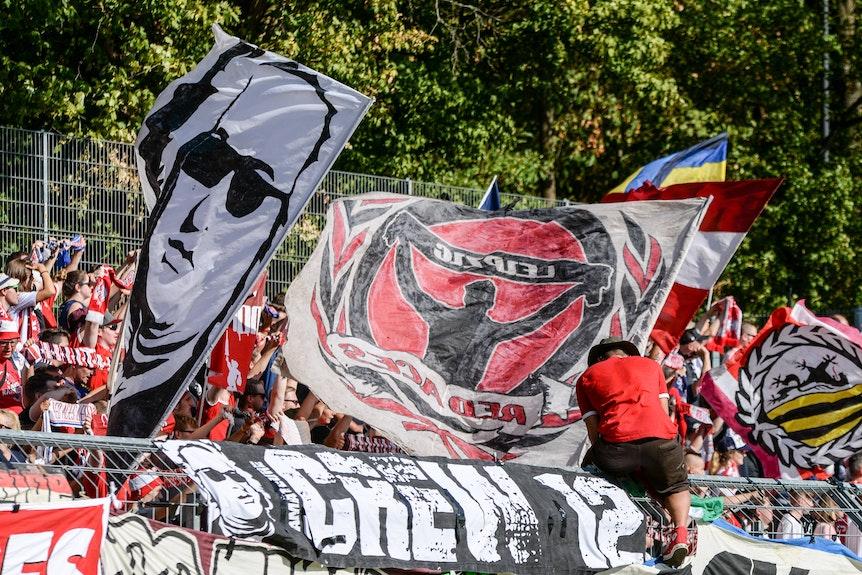 """Eine """"gute Crowd"""": RB-Fans beim Pokalspiel gegen Viktoria Köln"""