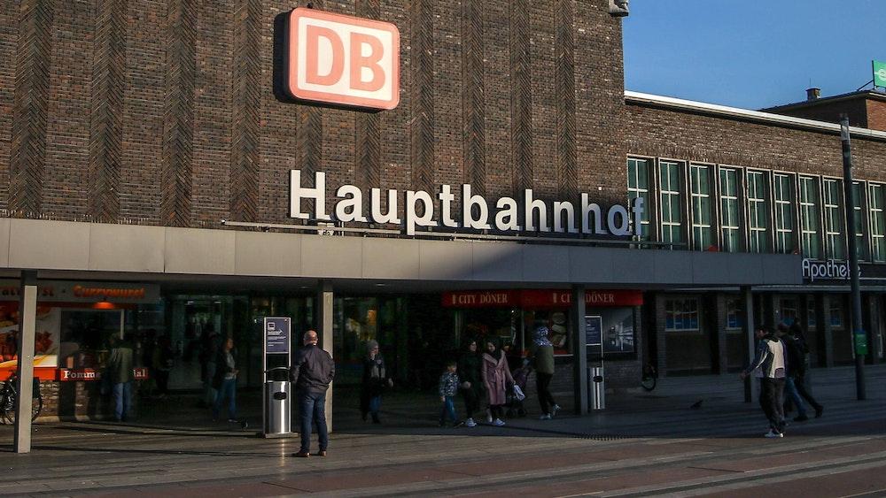 Ein Mitarbeiter der DB überraschte kürzlich mit einer humorvollen Durchsage über den Duisburger Hauptbahnhof.