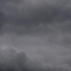 Dicke Wolken über dem Kölner Dom.