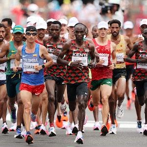 Die Spitzengruppe beim Marathon der Olympischen Spiele von Tokio