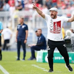 Steffen Baumgart beim Pokal-Spiel des 1. FC Köln in Jena.